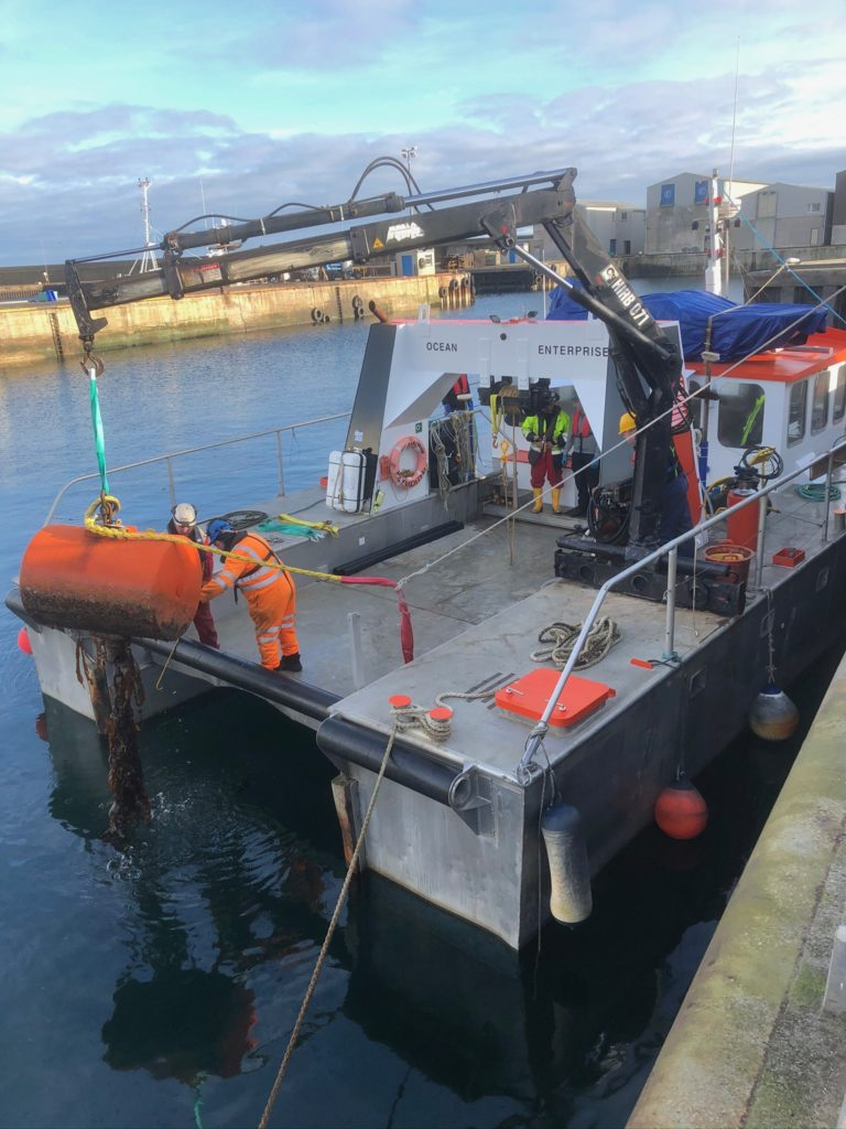 Lifting mooring buoy